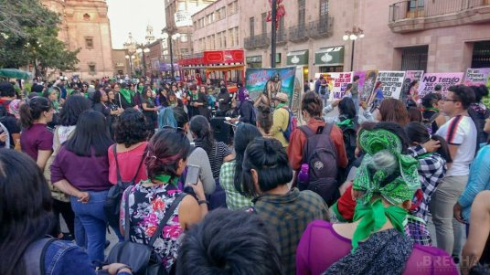 Protesta de mujeres-Plaza de Armas--