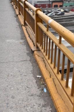 Grietas puente Avenida Universidad
