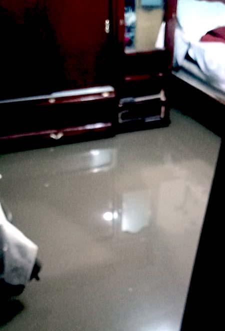 Fuertes Lluvias inundan casas