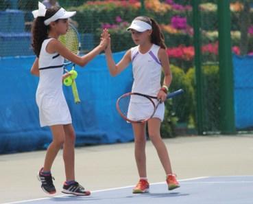1er Campeonato Nacional Tenis Grand Slam -El saludo de la victoria campeonas nac cat 10 años (dobles)