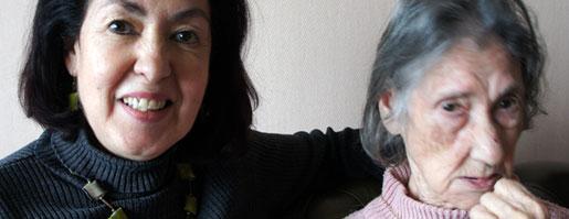 Philomène et sa mère, Pepa, atteinte de la maladie d'Alzheimer. Crédit : Rue89Lyon.