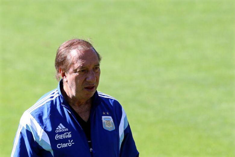 , Carlos Bilardo ancien sélectionneur de l'Argentine est testé positif à la Covid-19