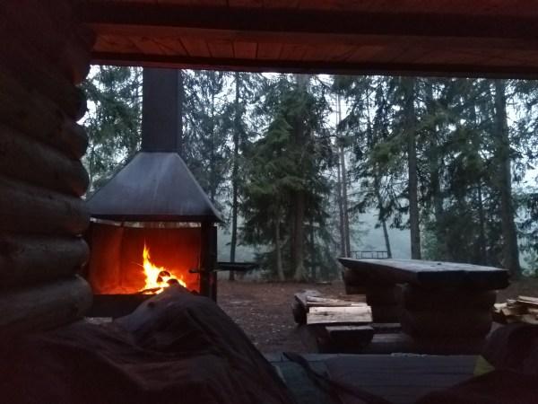 5:00 rano, trzeba było dorzucić do ognia