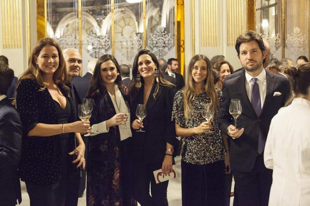 El equipo de Dom Perignon, acompanador por Piar Ponce, directora de la revista, brindaron por los 100 anos de Forbes