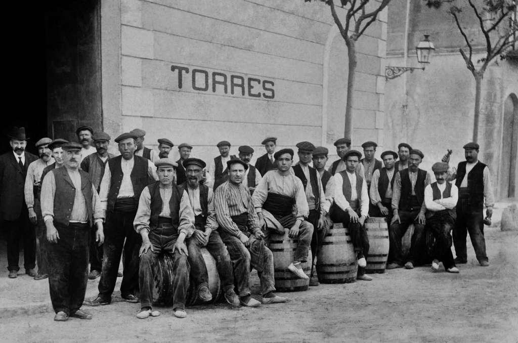 FAMILIA TORRES_Trabajadores bodega principios S.XX