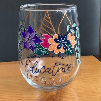 pastel et paillettes verre a vin éducatrice en or