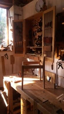 El taburete o silla baja
