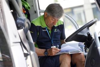 Eusebio Unzué tuvo un día difícil, reviviendo la debacle de Alejandri Valverde en 2013, cuando un viento cruzado le costó disputar el Tour.