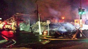Escena del fuego de la calle Villa de Ponce. (Foto Bomberos de Puerto Rico.)