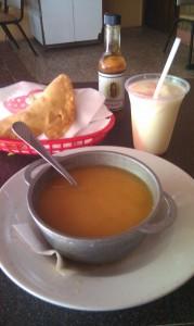 Un delicioso caldito de pesca'o y unas ricas empanadillas de mariscos de uno de los restaurantes de Joyudas, Cabo Rojo.