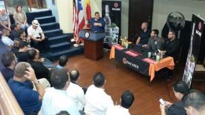 Vista de la conferencia de prensa de la actividad cultural y gastronómica.