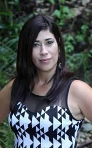 """Lisette """"Lee"""" Jiménez, escritora y sobreviviente de violencia doméstica,"""