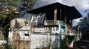 Un incendio redujo a escombros esta residencia en el barrio Buena Vista de Mayaguez (Suministrada Bomberos).