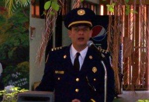 El excapellán de la Policía Jaime Galarza Sierra, haciendo la invocación durante una actividad de la Uniformada (Foto Internet).