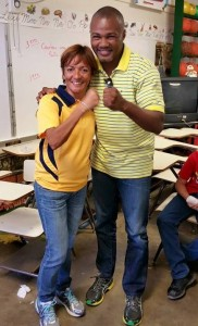 Tito junto a la profesora y atleta hormiguereña Tina Feliciano (Foto Facebook).