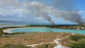 Vista del área donde se ha concentrado el fuego en e Refugio de Vida Silvestre en Cabo Rojo (Suministrada).