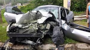 Así quedó el Nissan Altima que manejaba Gerardo González Babilonia (Foto Rescate Cortés).