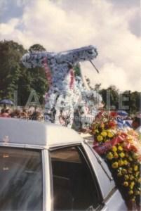 El arreglo floral en forma de bicicleta durante el sepelio de Toño (Foto y copyright Julio Víctor Ramírez Torres).