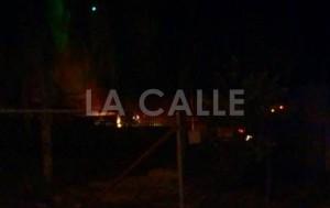 Foto tomada por una vecina del lugar donde se produjo el incendio (Foto Facebook).