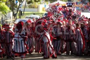 Escena de una de las comparsas en la Fiesta de las Máscaras de Hatillo, celebrada en el 2014 (Foto Facebook).