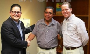 """La foto de la """"unidad"""" del PPD en Guayanilla. De izquierda a derecha, el representante Nelson Torres Yordán, el alcalde interino Pablo González y el Dr. David Bernier (Suministrada PPD)."""