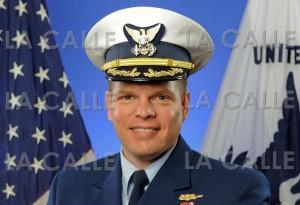 Capitán Robert Warren (Foto cortesía del U.S. Coast Guard por Petty Officer 1st Class Timothy Tamargo).