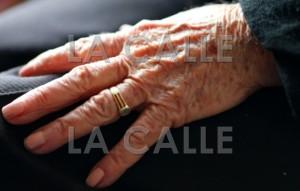 mano de anciana wm