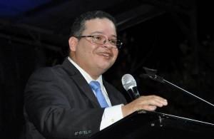 El doctor Víctor Ramos Otero revalidó como presidente del Colegio de Médicos (Archivo).