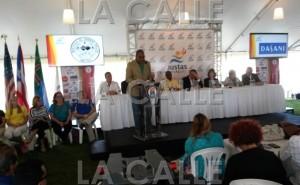 Conferencia de prensa oficial de las Justas de la LAI. En el micrófono, el conocido locutor y animador Pepe García (Foto LA CALLE Digital).