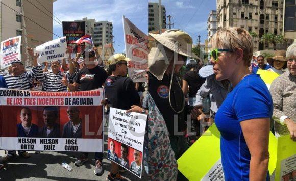 Parte de la manifestación frente al Departamento de Justicia. La licenciada Mayra López Mulero estuvo en el lugar (Fotos Facebook - Grupo Los Tres Inocentes de Aguada).