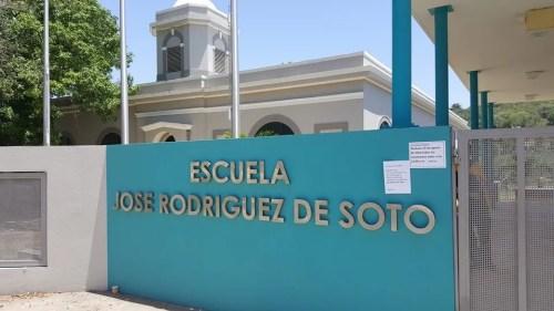 Fachada de la escuela José Rodríguez De Soto en Ensenada (Foto LA CALLE Digital).