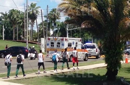 Escena del tiroteo en el que resultó herido un menor frente a la Escuela Vocacional de Mayagüez (Suministrada).
