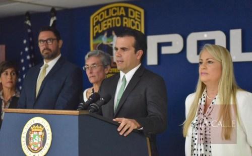 El gobernador Rosselló Nevares, acompañado por la superintendente Hernández y la secretaria de Justicia, Wanda Vázquez (Suministrada/Fortaleza).