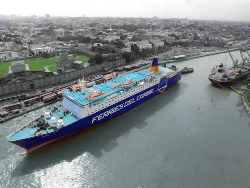 """El ferry, ya debidamente identificado con el nombre de """"Ferries del Caribe"""" (Suministrada)."""