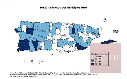 Las tonalidades de azul representan las medianas de edad en los 78 municipios de Puerto Rico (Suministrada).