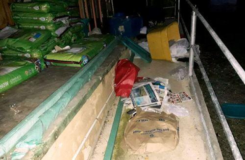 Los miembros de SASFA tratan de reponer lo robado por los ladrones esta semana (Foto/Facebook).