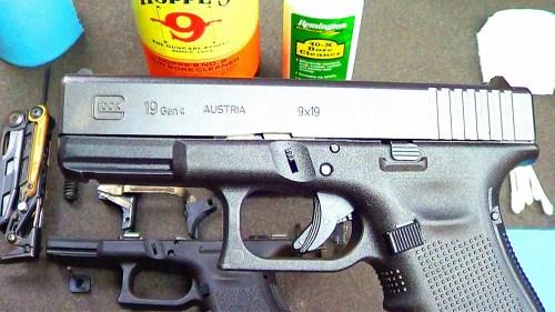 limpiando pistola