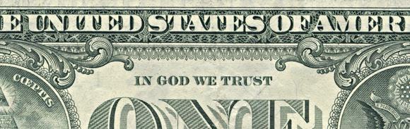 """Ein-Dollar-Note der USA, Rückseite mit """"In God wie trust"""""""