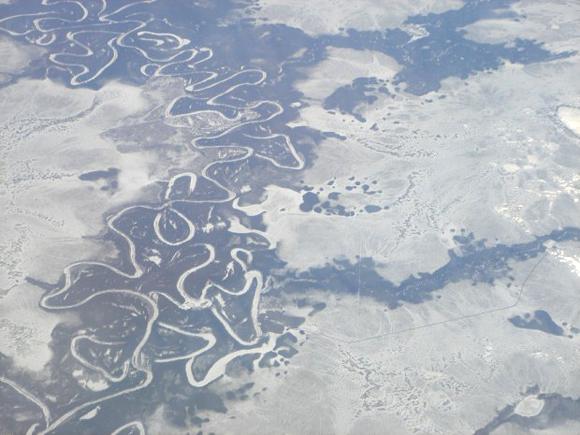 Sibirien vom Flugzeug aus aufgenommen (zu: Jacques Lacan, Lituraterre - Buchstabe vs. Signifikant)