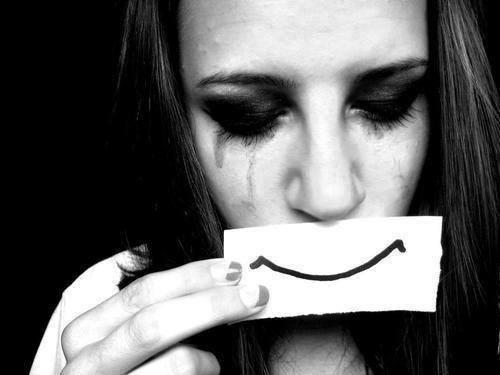 Risultati immagini per falso sorriso tumblr