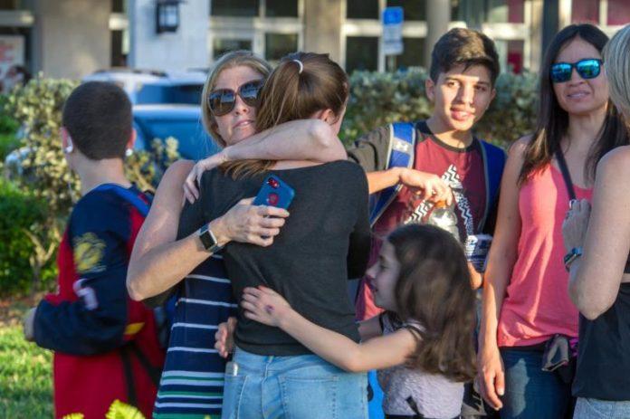 Supremo de Florida falla contra mayor indemnización a familias de Parkland