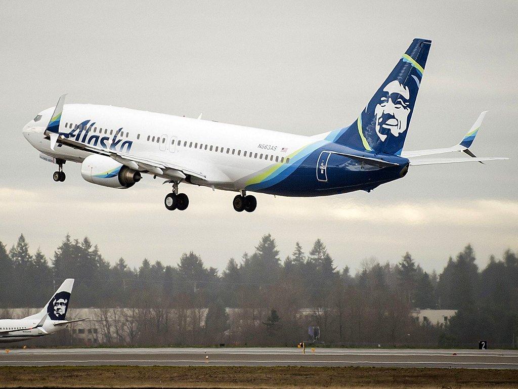 Alaska Airlines y Microsoft reducirán las emisiones de carbono utilizando combustible de aviación sostenible
