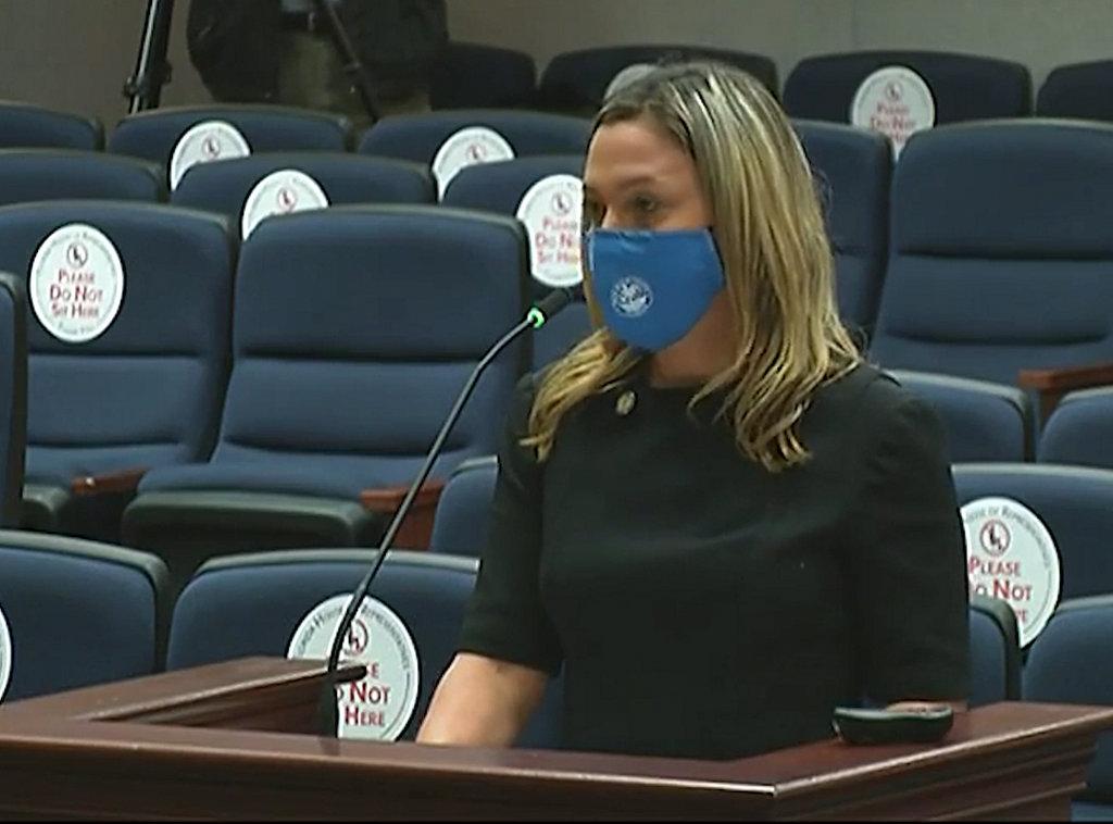El proyecto de ley de Seguimiento del kit de agresión sexual de la legisladora Emily Slosberg se aprueba en el segundo comité de la Cámara de Representantes