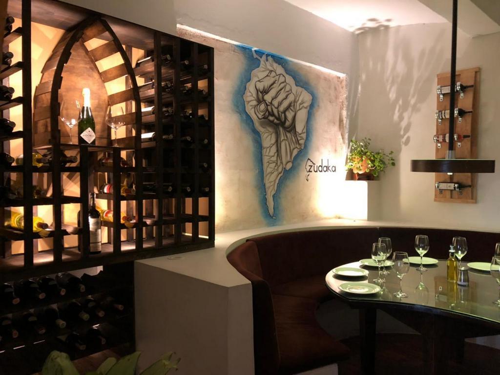 Deleita tu paladar de la cocina sudamericana y disfruta del arte colonial en Zudaka restaurante