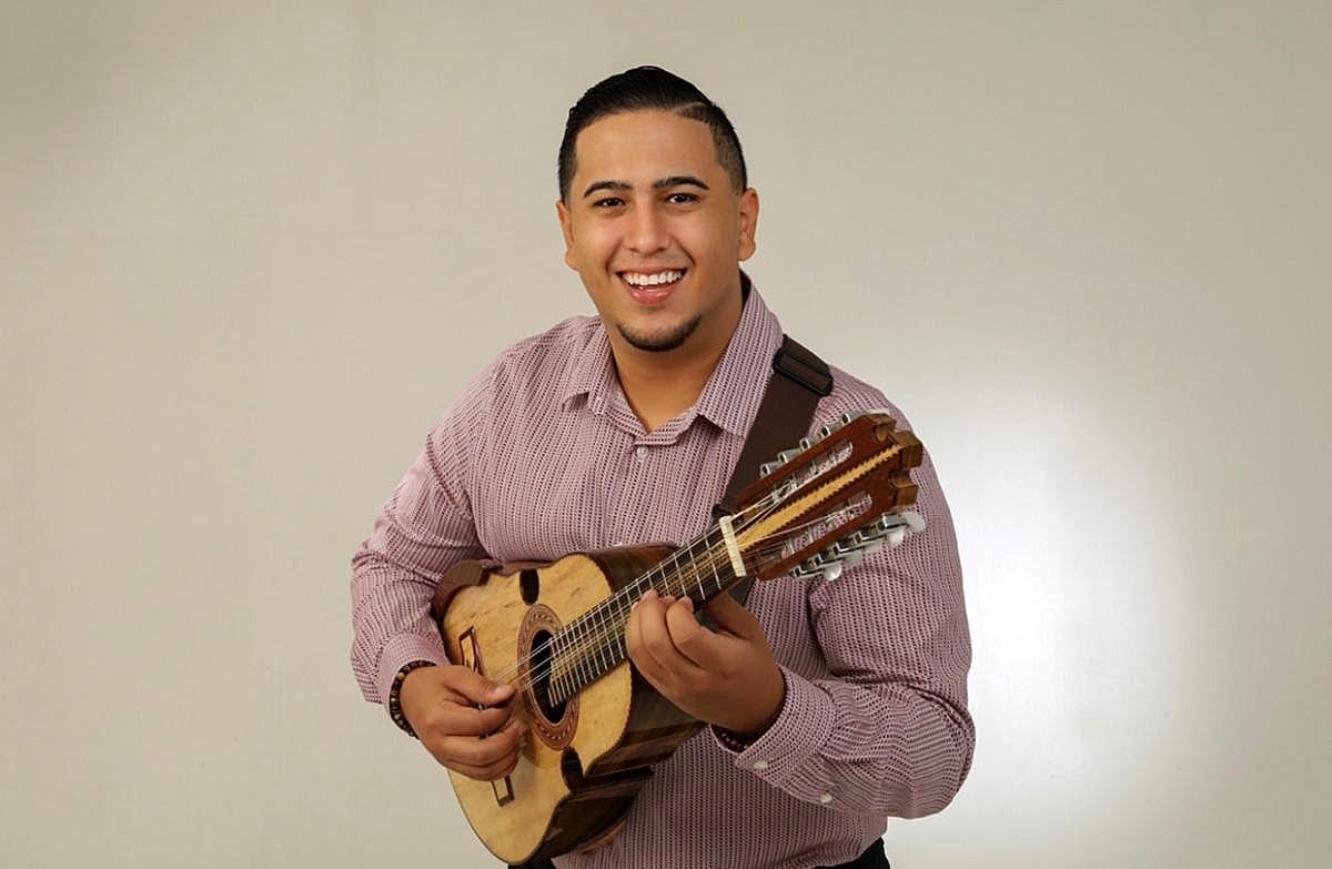 Juan R. Nieves revoluciona género musical en una mezcla entre el reggaetón y el cuatro puertorriqueño
