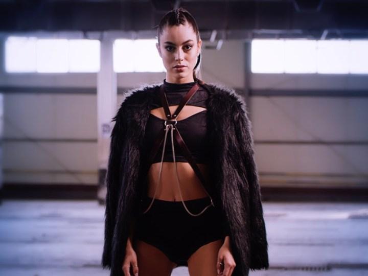 La cantante colombiana ERII estrena 'Ven', una canción de empoderamiento y actitud