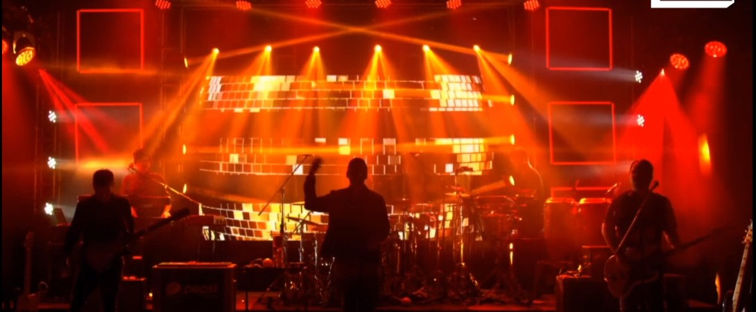 Una noche llena de baile, funky y gozadera por Sala Estelar «Los Amigos Invisibles»