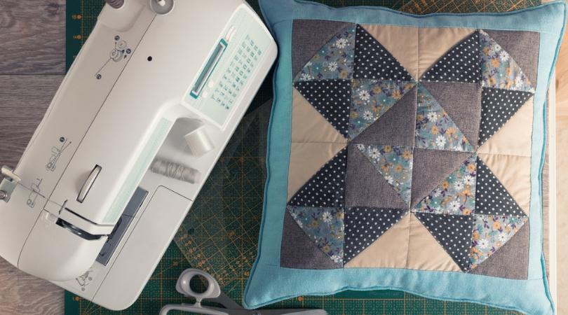 Annabelle présente: Un coussin en patchwork