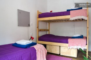 dormitorio compartido de 3 camas, o habitacion triple basica / 3 beds shared dorm, or Basic triple private room