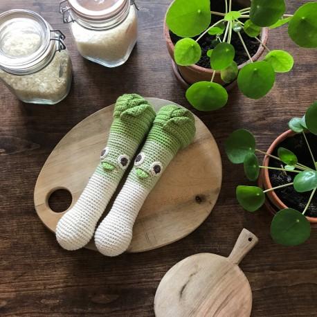 orso-le-poireau-hochet-pour-bebe-en-coton-bio myum